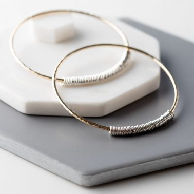 This version of our popular personalised rings bangle is hancrafted from luxurious 9ct gold with your chosen number of cool sterling silver rings.